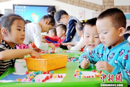 资料图:幼儿园内的孩子们。 张渊 摄