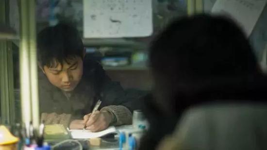 距离中考100天。6:20左右到家,开始完成每天必须的家庭作业。