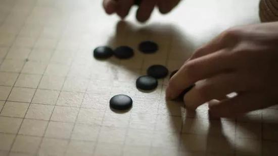 距离中考62天。每天下盘五子棋,输掉的收拾棋盘。