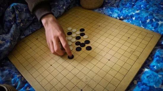 距离中考43天。中午下局五子棋。