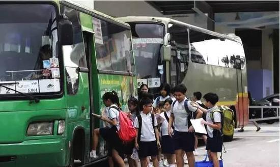 ▲新加坡学生上学