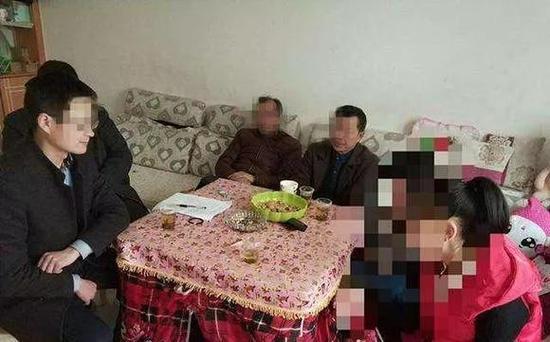 陕西15岁女孩开学没到校 被父母拉去订婚换彩礼韩剧让爱留在心底