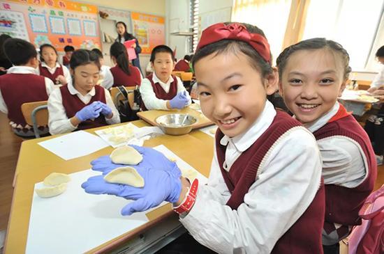 """实践课程走进中华饺子文化。 本文图片均来自""""半月谈"""" 微信公众号"""