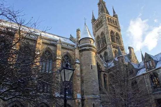 格拉斯哥大学雪景