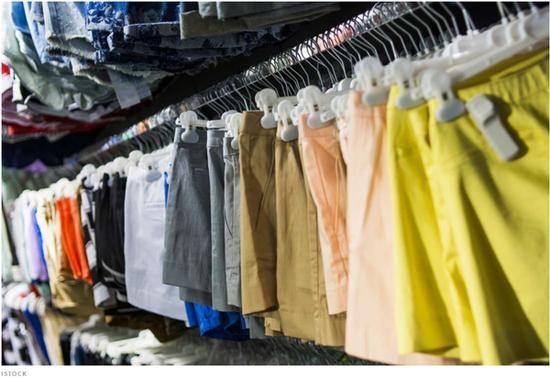 双语:为什么短裤和长裤一样贵