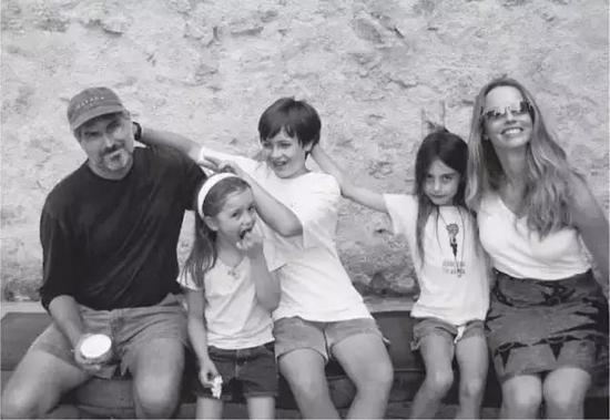 乔布斯有三个孩子。