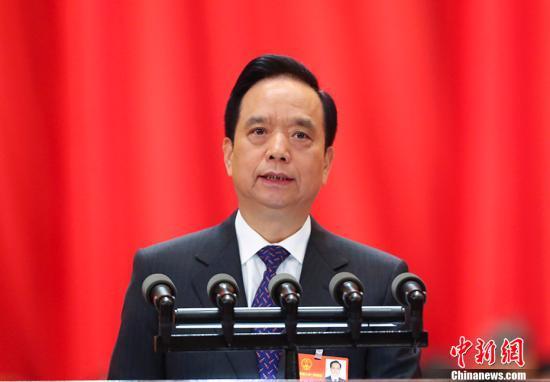 3月13日,十三届全国人大一次会议在北京人民大会堂举行第四次全体会议。受十二届全国人大常委会委托,全国人大常委会副委员长李建国向十三届全国人大一次会议作关于中华人民共和国监察法草案的说明。 记者 刘震 摄