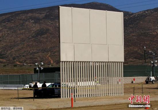 资料图:美墨边境墙样品