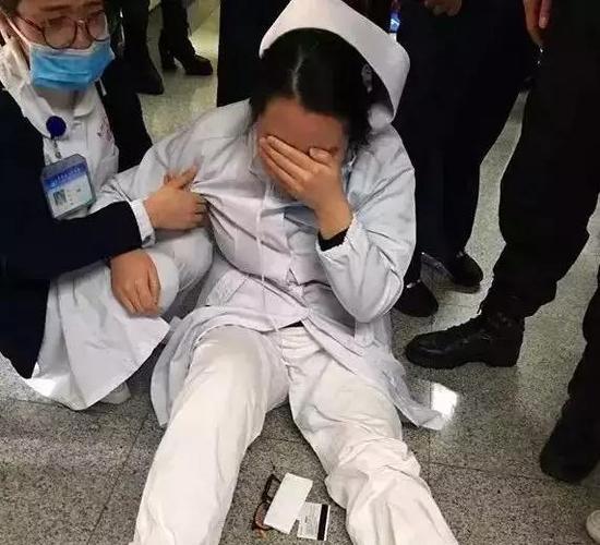 尸体解泡�_2017年10月30日,一名新生儿在抢救31小时死亡后,患儿家属拒绝尸体解剖