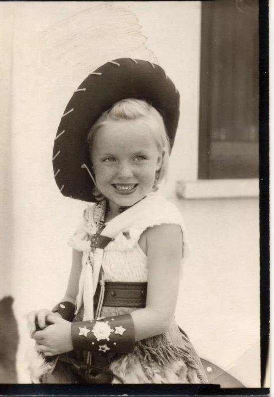 玛丽·巴克女士的童年