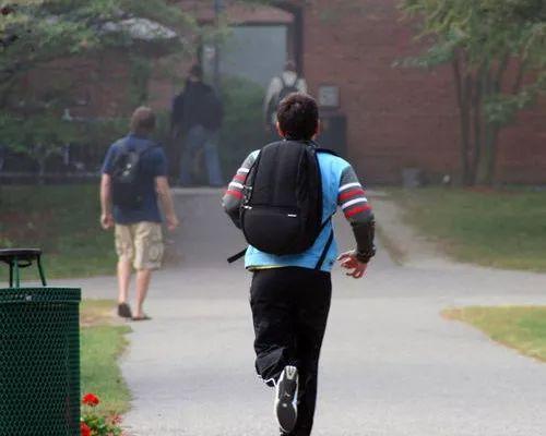 中国留学生上学途中遭遇枪击 接下来的故事更戳心