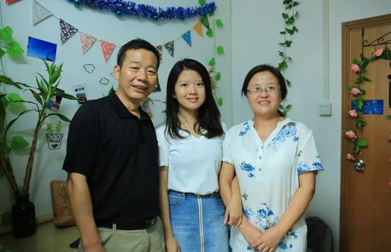 江梦南和她的父母