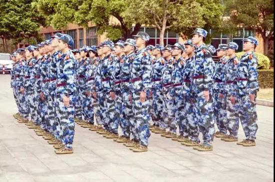 华南理工大学2017级军训 图片来源:华南理工大学官网