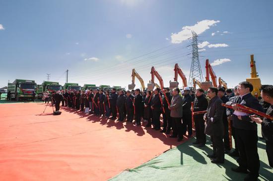学校各单位相关负责人以及部分师生代表、参建单位代表参加活动。