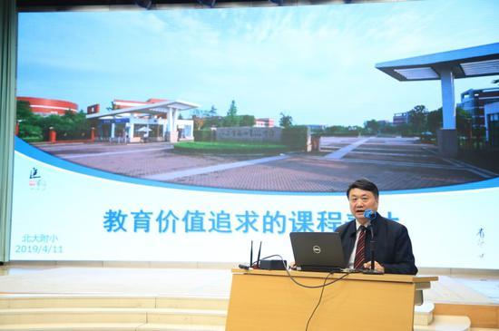 江苏锡山高级中学校长唐江澎作主旨报告《教育价值追求的课程表达》