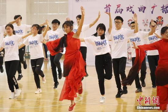 南京邮电大学戏曲广播操上演全新style(图)