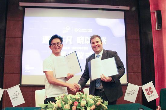 遇剑不凡 晓教育集团与剑桥大学出版社签署战略合作协议