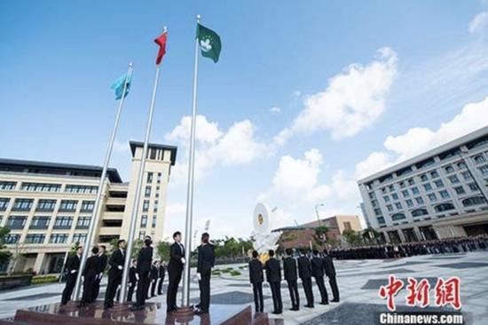 澳门大学举行首次升国旗仪式 凝聚学生爱国情怀
