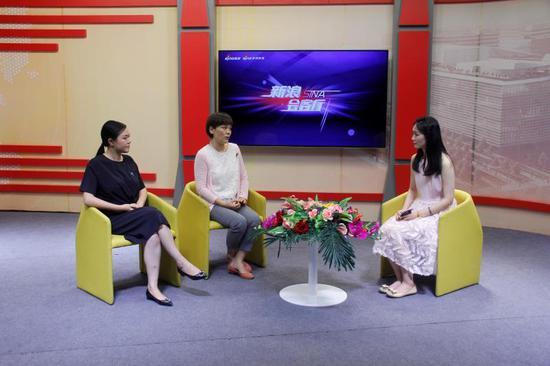女童保护发起人孙雪梅(左一)全球儿童安全组织高级咨询专家张咏梅(左二)