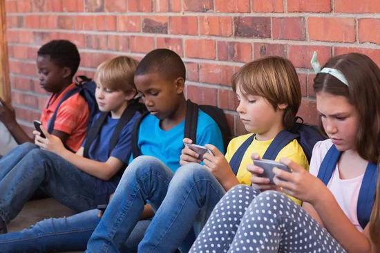 效仿法国 南加州中小学也要在校园内禁用手机