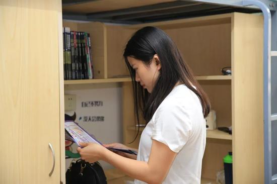 江梦南在学生宿舍