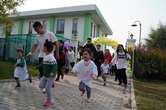 """第一届""""考威国际幼儿园""""亲子彩跑节火热开跑"""