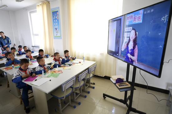 一根网线撑起共享教育:给偏远地区孩子开扇窗