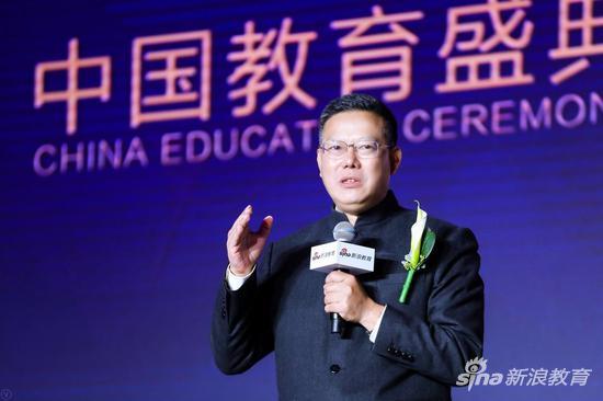 中国人民大学党委委员、人大附中校长、特级教师翟小宁先生