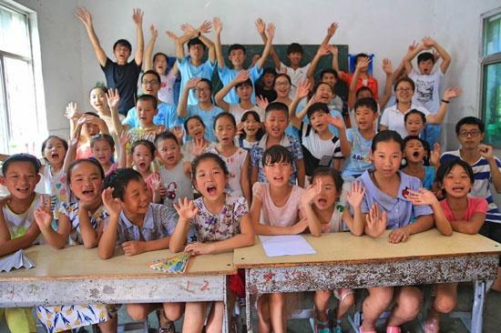 山区学生不舍支教老师 教育公益资源面临紧缺