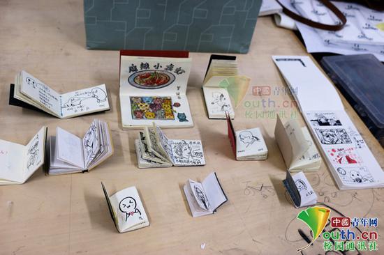 高校艺术专业课学生自画像签到:旷课学生减少