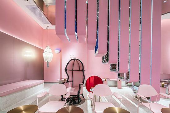 位于广州天环广场的喜茶粉色主题店。图片来源:网络
