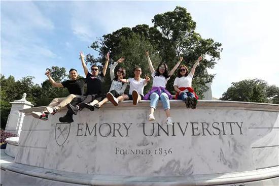名校探访队员在埃默里大学