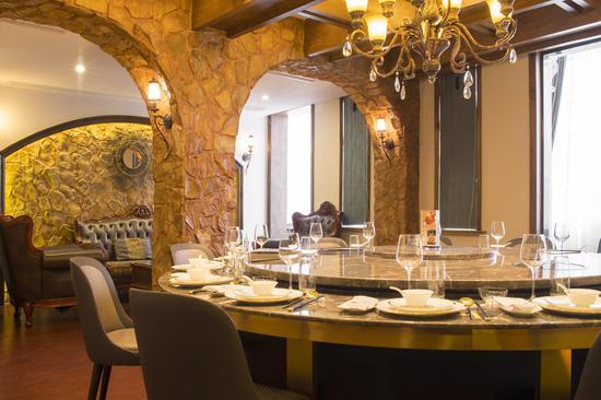 崇明私房菜是一家以崇明特色有机菜、江河鲜为主,打造原生态、绿色健康餐饮品牌