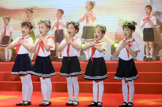 小学生们诵读了《红墙歌》《拍手歌》《社会主义核心价值观歌》《我的祖国我的家》等