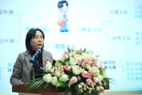 北京市朝阳区白家庄小学校长祖雪媛作《儿童学术启蒙课程实践的思考》主旨报告