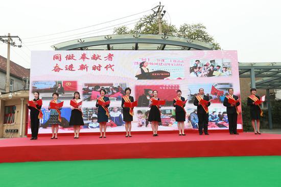 10位领做人一同向东城师生发出倡议北京市教委供图
