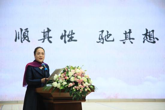 北京大学附属小学校长尹超进行《顺其性,驰其想——北大附小课程育人的生命隐喻的主旨报告