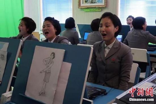 平壤教员大学的女大学生。中新网记者 邱宇摄
