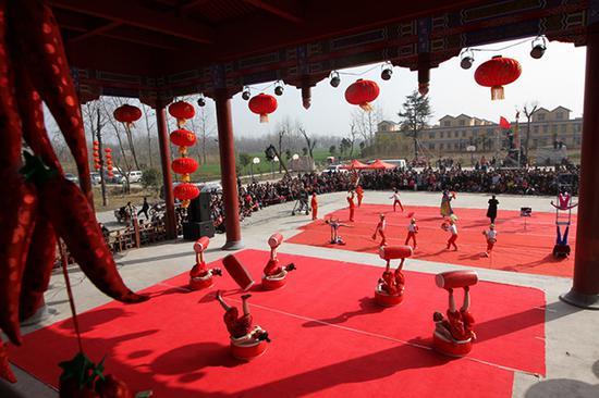 2015年2月18日,韋小莊村民俗文化大拜年。(郭金山 攝)