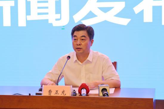 省教育考试院党委副书记、副院长曹正龙作新闻发布