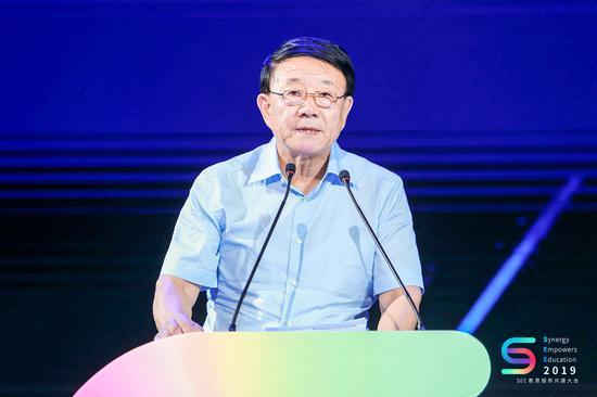 第十一届、十二届全国人大常委会委员,民进中央原副主席,中国民办教育协会会长王佐书