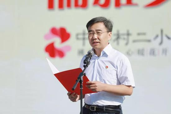 杨刚校长在开学典礼上致辞
