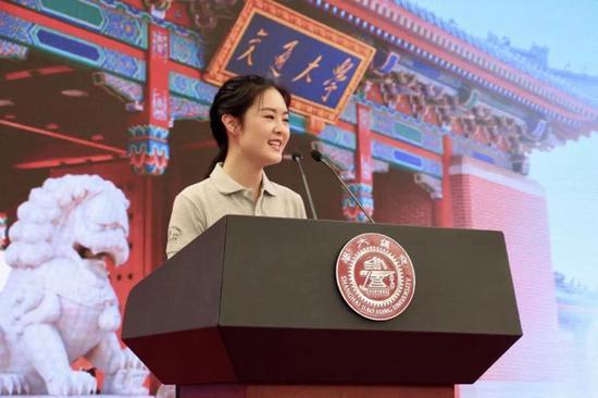 """上海交通大学""""90后""""博士生梁晴雪宣讲爱国奋斗故事(学校供图)"""