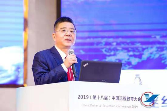 教育部职业教育与成人教育司司长陈子季作《教育现代化与继续教育改革发展》主题报告