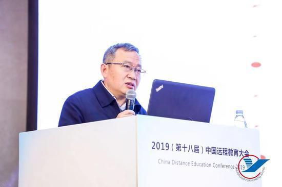 国务院发展研究中心发展战略和区域经济研究部部长侯永志作《中国经济高质量发展提出的人才挑战》主题报告
