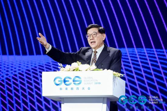 全国政协人口资源环境委员会主任、中国发展研究基金会理事长李伟