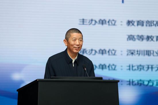 高职高专分委会主任、武汉职业技术学院党委书记、校长李洪渠致辞