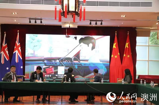 现场播放《中国游客在澳驾车安全须知》视频(摄影 马雨婷)