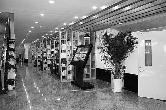 浙江工商职院与新华书店合作打造多功能图书馆