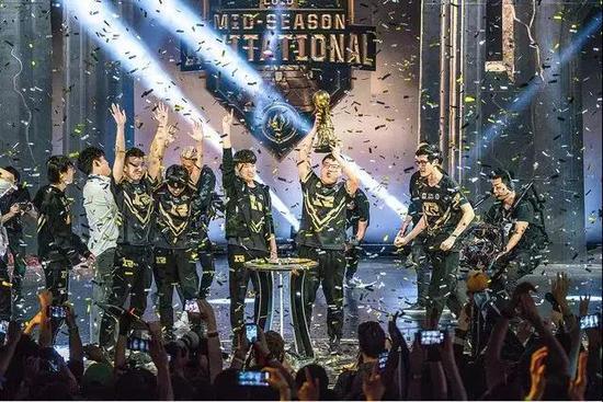 ▲RNG战队获得MSI冠军